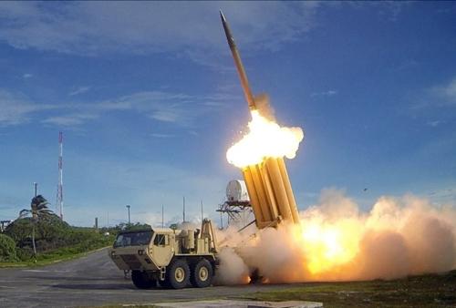 Hệ thống phòng thủ tên lửa THAAD trong một cuộc thử nghiệm vào ngày 10/9/2013. Ảnh: Stripes.