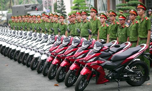 canh-sat-hinh-su-binh-duong-nhan-100-xe-may-de-bat-cuop