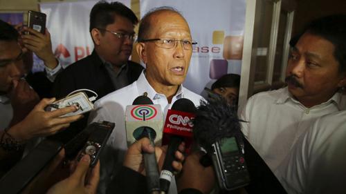 Bộ trưởng Quốc phòng PhilippinesDelfin Lorenzana. Ảnh: AP