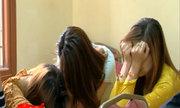 Hàng loạt sơn nữ bán dâm cúi rạp đầu ở cơ quan điều tra