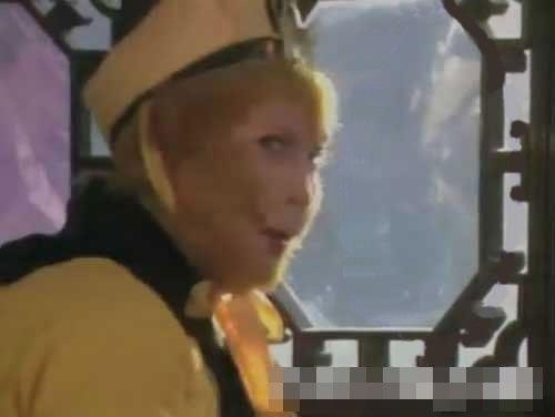 nhung-loi-hai-huoc-trong-phim-tay-du-ky-1986-1