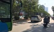 Buýt nhanh BRT bấm còi inh ỏi, Innova vẫn không nhường đường