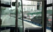 Buýt nhanh Hà Nội có phân cách cứng khi xe cộ ùn tắc là quá bất công?