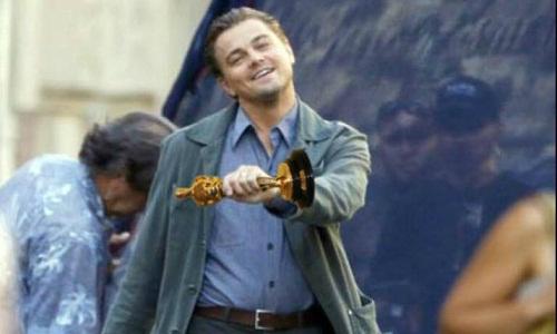 Sau tất cả, nam diễn viên tài năng cũng chinh phục được Viện Hàn Lâm và lần đầu tiên rinh giải vàng Oscar.