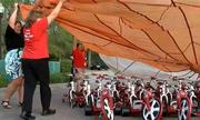 Cô giáo Mỹ gây quỹ 80.000 USD mua xe đạp cho học sinh toàn trường