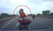 Ông Tây lái xe máy chặn đầu dằn mặt tài xế ôtô