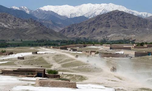my-nem-sieu-bom-khien-dan-lang-afghanistan-tuong-troi-sap
