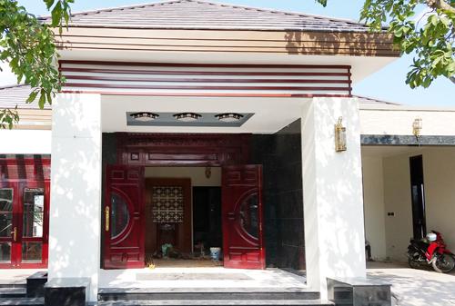 Dù không được cấp phép xây dựng nhưng nhiều hạn mục trong căn biệt thự của quan cấp nước Sóc Trăng đã gần hoàn thành. Ảnh: Nhật Lương