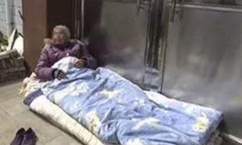 Cụ bà Trung Quốc 82 tuổi bị con trai đuổi khỏi nhà. Ảnh: SCMP