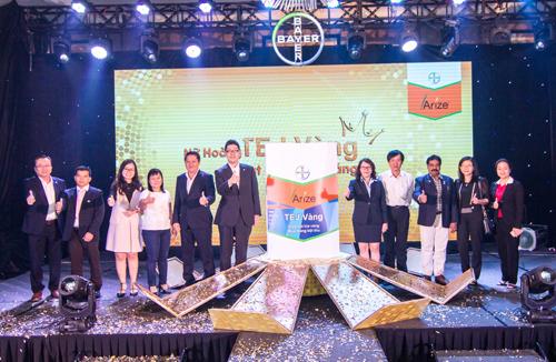 Ban lãnh đạo Bayer và đại diện các Sở Nông nghiệp và Phát triển Nông thôn các tỉnh Đồng Bằng Sông Cửu Long cùng đồng hành với sản phẩm Arize Tej Vàng.