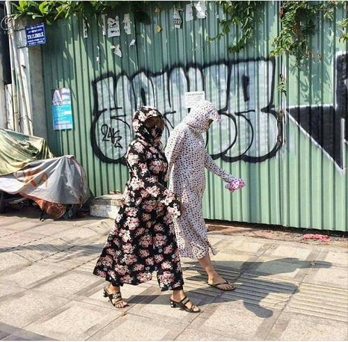 Thời trang dạo phố của chị em mùa nắng nóng.