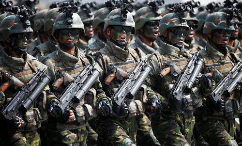 Đặc nhiệm Triều Tiên với súng Type-98-1. Ảnh: Reuters