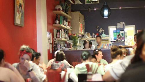 Bên trong một nhà hàng Việt ở Melbourne | Photo: Olivia Nguyen