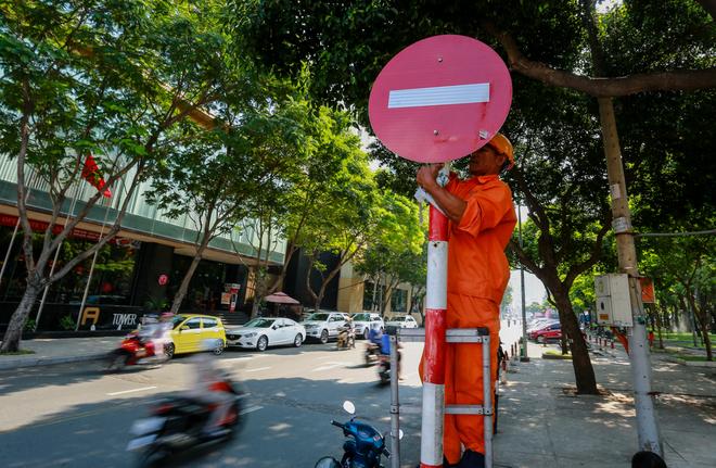 Giao thông trung tâm Sài Gòn rối loạn ngày đầu phân luồng