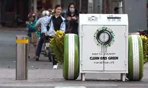 Phố Nguyễn Huệ được lắp loạt thùng rác thông minh
