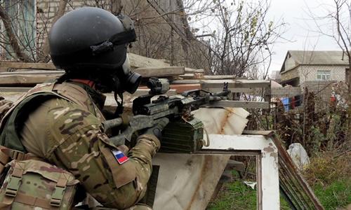 Sĩ quan thuộc lực lượng đặc nhiệm Nga. Ảnh: AP
