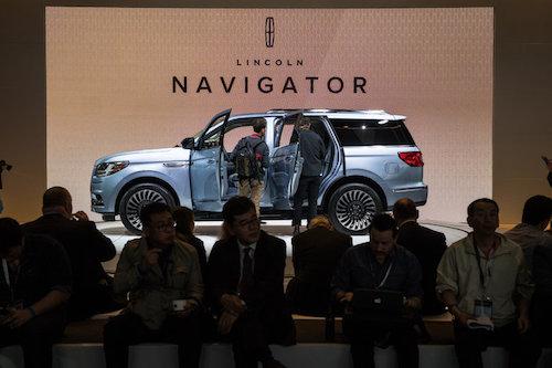 Ford giới thiệu chiếc Lincoln Navigator, chiếc xe hướng tới sự sang trọng, mạnh mẽ hơn người tiền nhiệm.