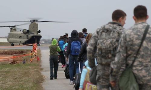 Binh sĩ Mỹ diễn tập sơ tán công dân Mỹ khỏi Hàn Quốc năm 2016. Ảnh: Yonhap.