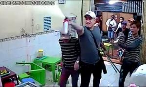 Nhóm thanh niên đập tan hoang quán kem ở trung tâm Sài Gòn