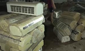 Kho hàng lậu 1.000 m2 ở Sài Gòn bị khám xét trong đêm