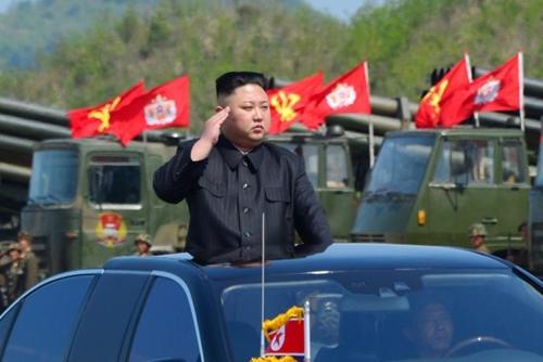 Lãnh đạo Triều Tiên Kim Jong-un thị sát tập trận kỷ niệm 85 năm thành lập