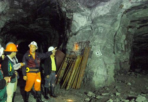 Ảnh 2: Công ty vàng Bồng Miêu khai thác cả tấn vàng nhưng nợ gần 105 tỷ đồng tiền thuế. Ảnh: Hoàng Nguyễn