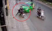 Cướp túi xách bị taxi tông ngã lộn vòng
