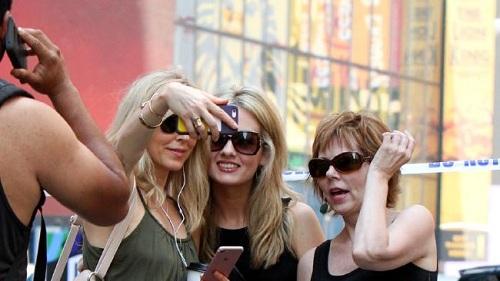 vo-cu-ong-trump-chup-selfie-tai-hien-truong-dam-xe-new-york