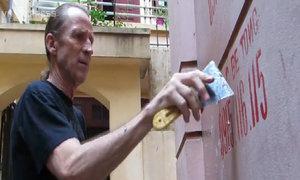 Cựu binh Mỹ làm sạch các con ngõ Hà Nội