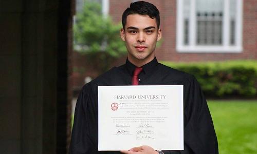 Chàng trai tốt nghiệp Harvard truyền cảm hứng cho hàng trăm nghìn người