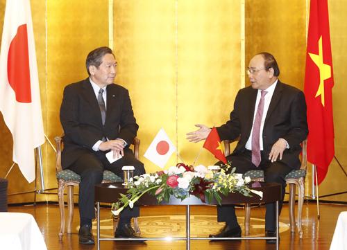 Thủ tướng Việt Nam tiếp ông Yuji Nakamine, thành viên Hội đồng quản trị kiêm tổng giám đốc cấp cao phụ trách điều hành khu vực châu Âu, châu Á, châu Đại Dương, Trung Đông và châu Phi của công ty Mazda.