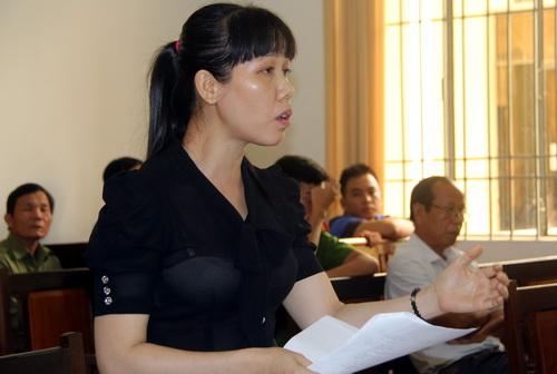 Bà Ngọc cho rằng 11 bảo vệ đập phá đầm tôm mà chỉ truy tố có 5 người. Ảnh: Phước Tuấn