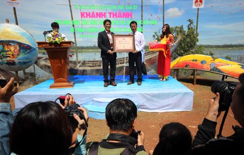 Bộ tranh thuyền thúng xác lập kỷ lục Việt Nam