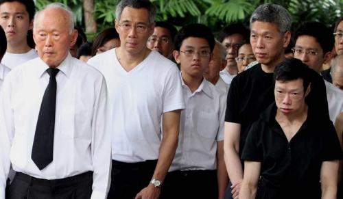 Lý Quang Diệu (trái), Lý Hiển Long và hai người em Lý Hiển Dương, Lý Vĩ Linh. Ảnh: StraitsTimes