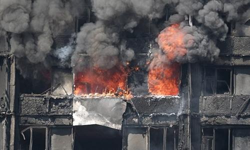 Tháp chung cư Grenfell ở London bị lửa thiêu rụi. Ảnh: Slap News