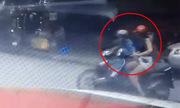 Video thiếu nữ váy ngắn đi xe máy bị sàm sỡ xem nhiều tuần qua