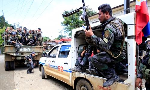Lực lượng đặc nhiệm Philippines tại thành phố Marawi. Ảnh: Reuters.