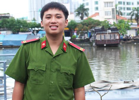 Chiến sĩ trắng đêm chữa cháy gần cảng Sài Gòn, sáng đi thi