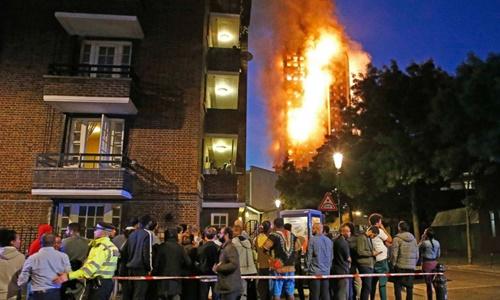 Chung cư Grenfell ở London bị cháy hôm 14/6. Ảnh: Evening Standard.