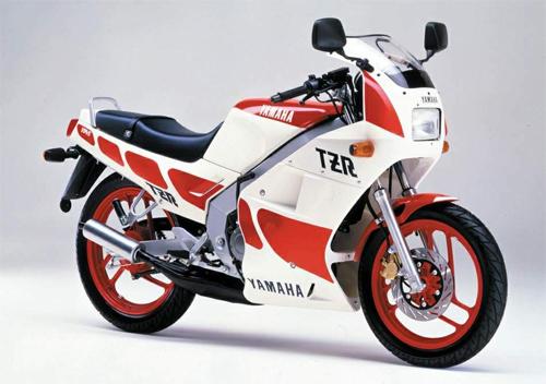 10-moto-the-thao-2-thi-125-phan-khoi-noi-bat-nhat-1