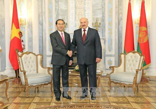 Chủ tịch nước Trần Đại Quang và Tổng thống Lukashenko. Ảnh TTXVN