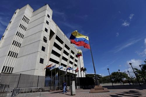 truc-thang-tha-luu-dan-vao-toa-an-toi-cao-o-venezuela