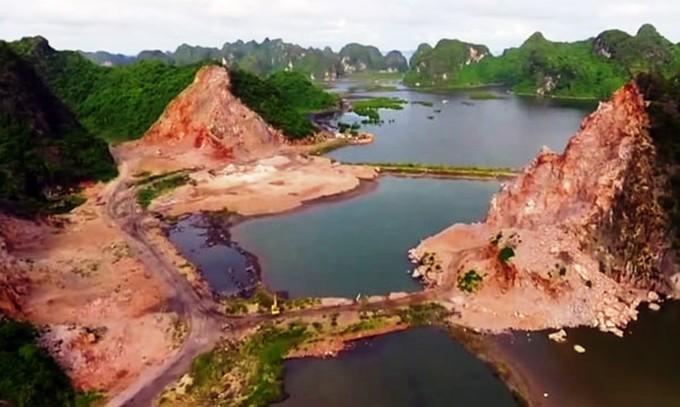 Công trường bạt núi đá ở vịnh Hạ Long