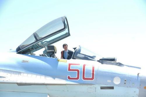 Ông Assad lên chiến đấu cơ Nga tại căn cứ không quân. Ảnh: