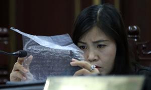 Cuộc đối chất của các nhân chứng về những bức thư trên nylon
