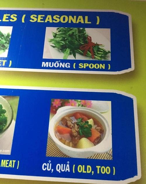Muống bịdịch thành spoon (muỗng), củ quả bị dịch thành old too do người làm thực đơn dùng tiếng Việt không dấu khi sử dụng Google dịch.
