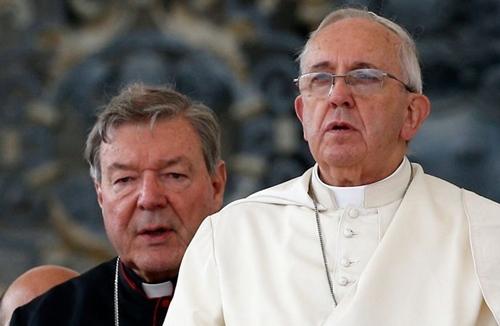 Giáo hoàng Francis (phải) và Hồng ý George Pell. Ảnh: Courier