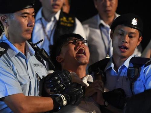 Joshua Wong bị bắt hôm
