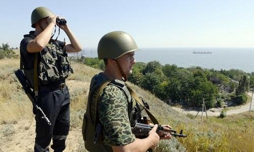ukraine-bat-giu-hai-binh-si-nga-gan-crimea
