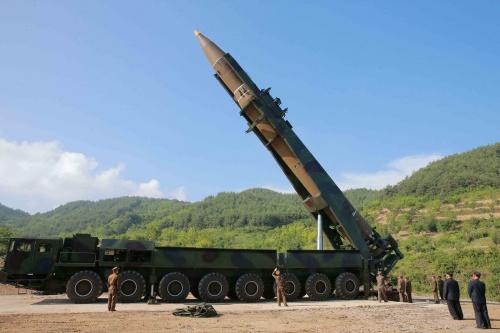 Tên lửa Hwasong-14 được phóng dưới sự giám sát của lãnh đạo Kim Jong-un. Ảnh: Reuters.